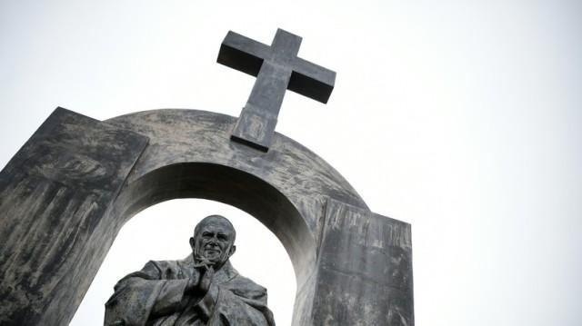 Pr sident poutine la france veut d truire la croix de for Haute juridiction administrative