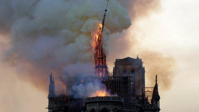 Notre Dame de Paris en feu ce soir